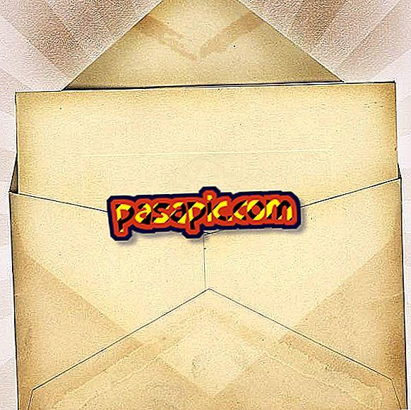 Come scrivere l'indirizzo in una busta usando 'attenzione'