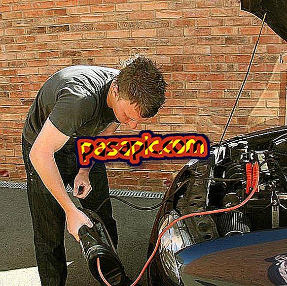Überbrücken der Autobatterie mit Kabeln