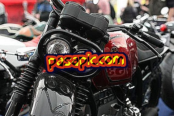 How to change the front light of a motorcycle - repair and maintenance of motorcycles