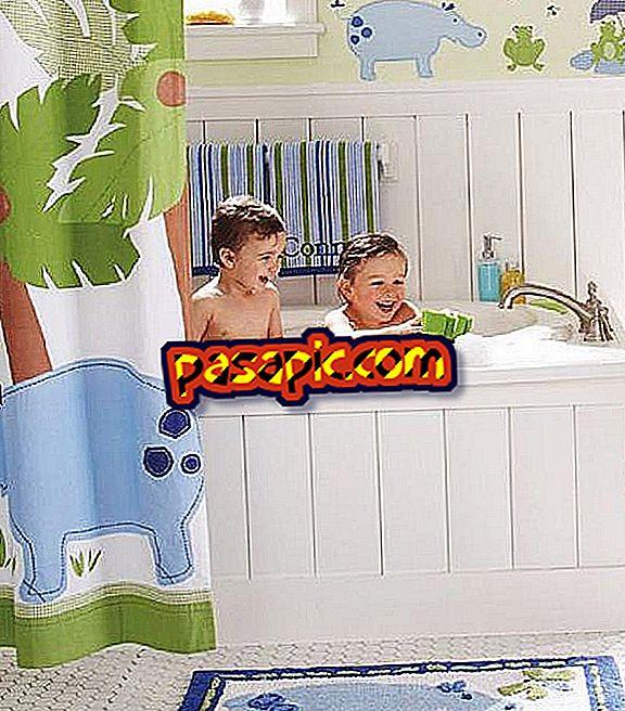 Come insegnare a mio figlio a fare il bagno da solo - sii padre e madre