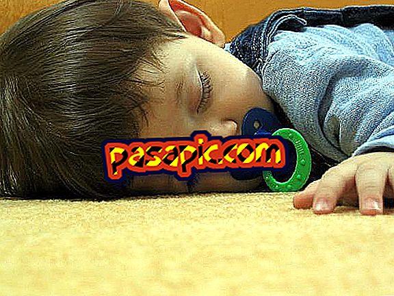 Come aiutare il mio figlio di 1 a 3 anni a dormire - sii padre e madre